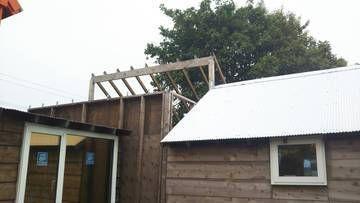 屋根はりを再開しました!