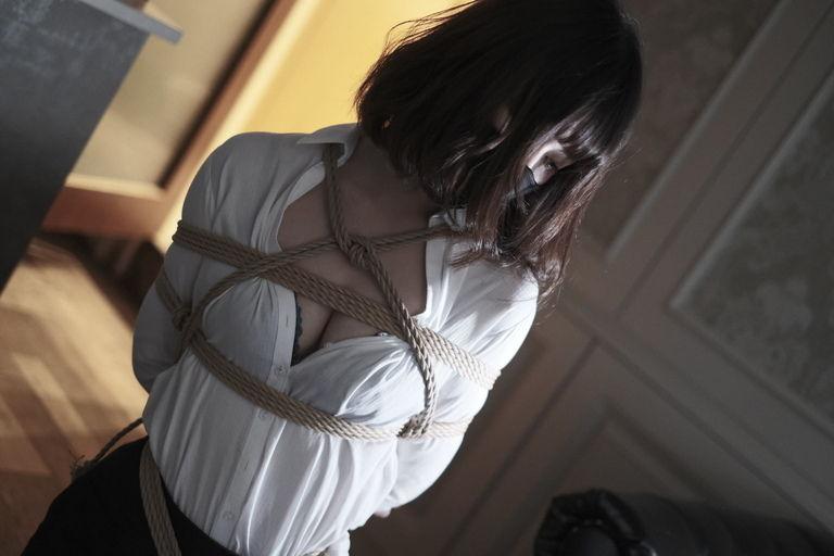 スーツ女子を縛る写真集