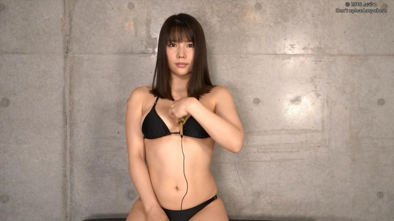 26歳 新垣優香さんの心音集(水着Ver)Vol.1