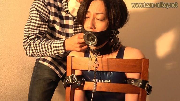早川麻美 逆さ椅子拘束(ASAMI_HAYAKAWA_C)