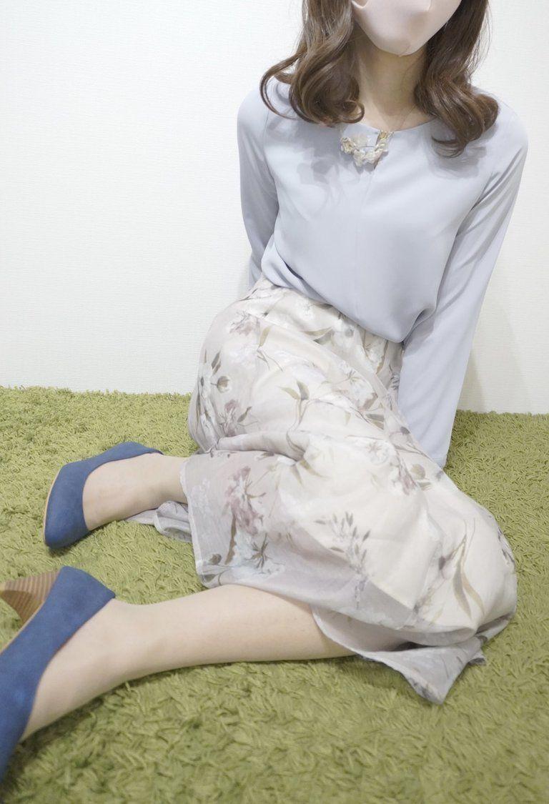 花柄スカート 清楚系ストッキングコーデ