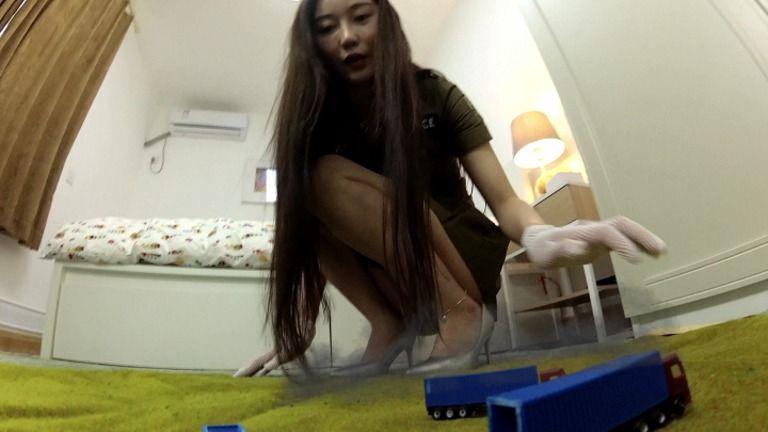 Giantess Officer 巨大婦警 Part 1