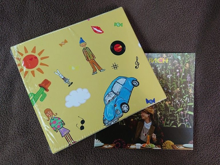 ёLЖBRUИCH 1st EP『Delicious』スリーブケース、缶バッジ&ポストカードセット付