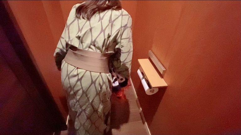 トイレで着替えてるとこを盗撮されてたみたいです。。。